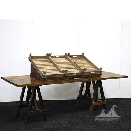 Eikenhouten tafel met etagere